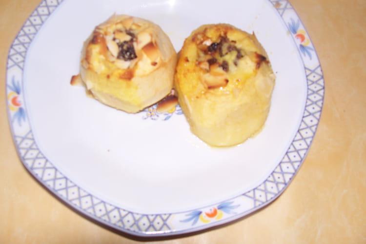 Pommes au four, raisins et amandes grillées