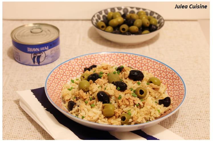 Risotto de riz complet, aux olives noires et vertes et thon au citron