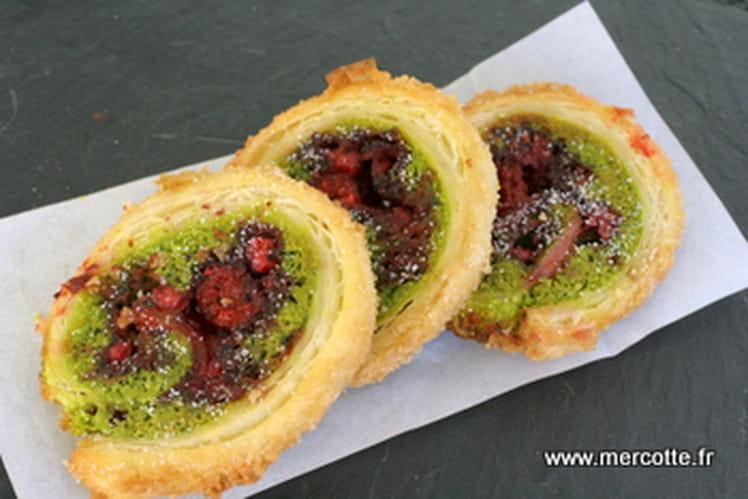 Petits feuilletés crème de pistache et fruits rouges