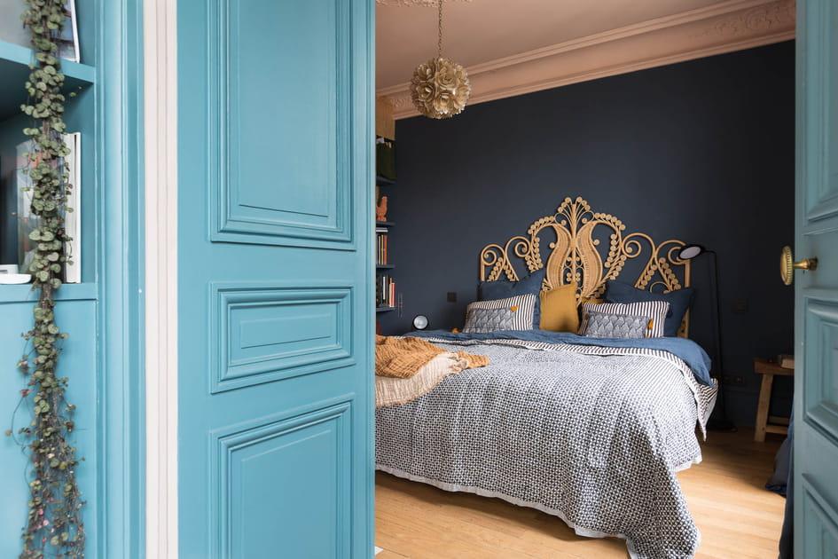 Une chambre qui met les couleurs à l'honneur