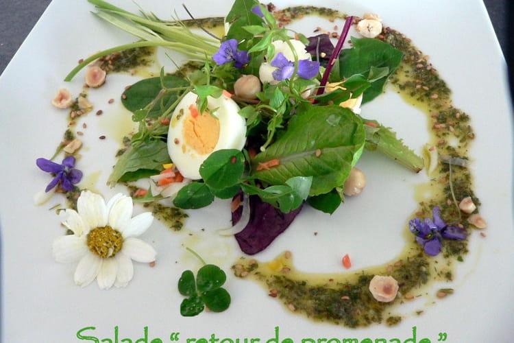 Salade aux fleurs de printemps