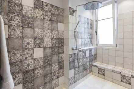 Salle de bains tout pour l 39 am nagement la d co et la r novation de cette pi ce d 39 eau - Douche a l italienne definition ...