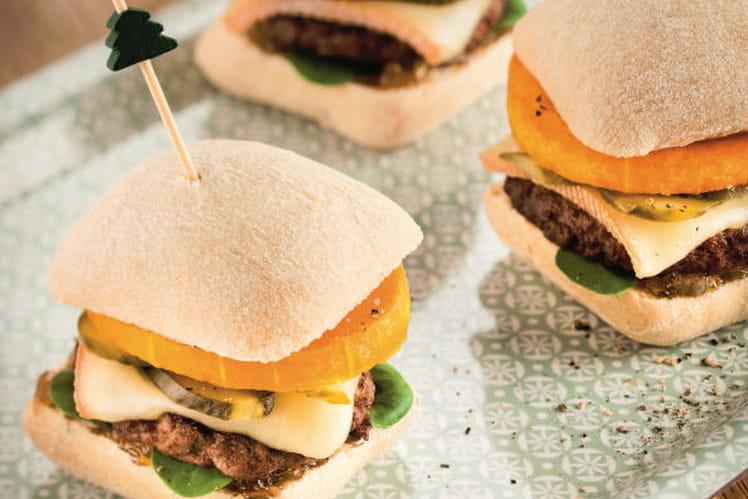 Hamburger savoyard à la courge, fromage à raclette et cornichons