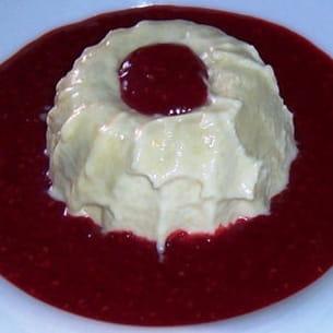 dôme glacé à la rhubarbe, coulis de framboise