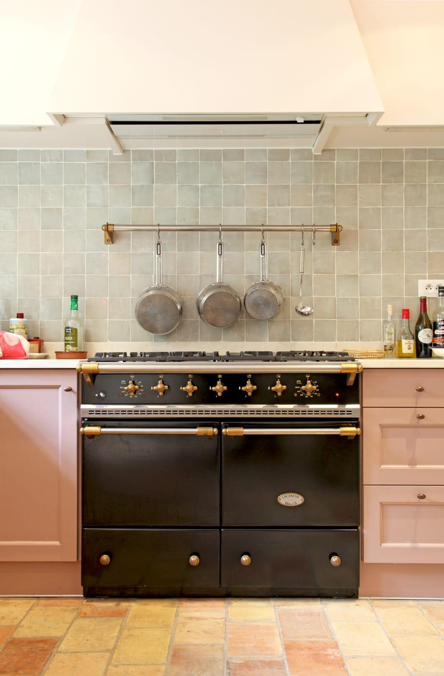 cuisine rose et vert anis. Black Bedroom Furniture Sets. Home Design Ideas