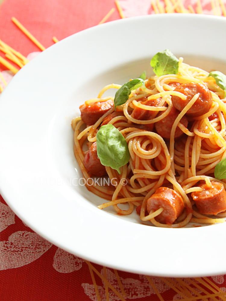 recette de spaghetti aux saucisses et la sauce marinara la recette facile. Black Bedroom Furniture Sets. Home Design Ideas