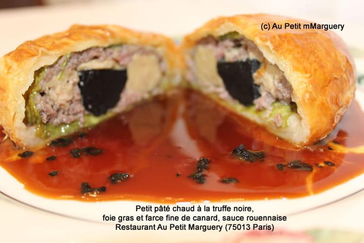 Petit pâté chaud à la truffe noire, foie gras et farce fine de canard, sauce rouennaise