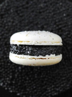 macaron caviar de prunier