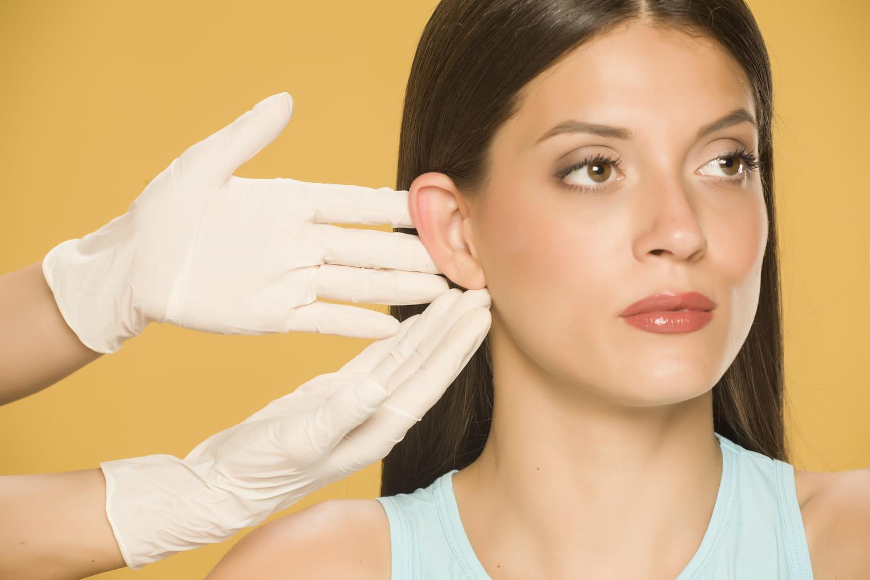 Otoplastie: chirurgie des oreilles décollées, déroulé, douleur, prix