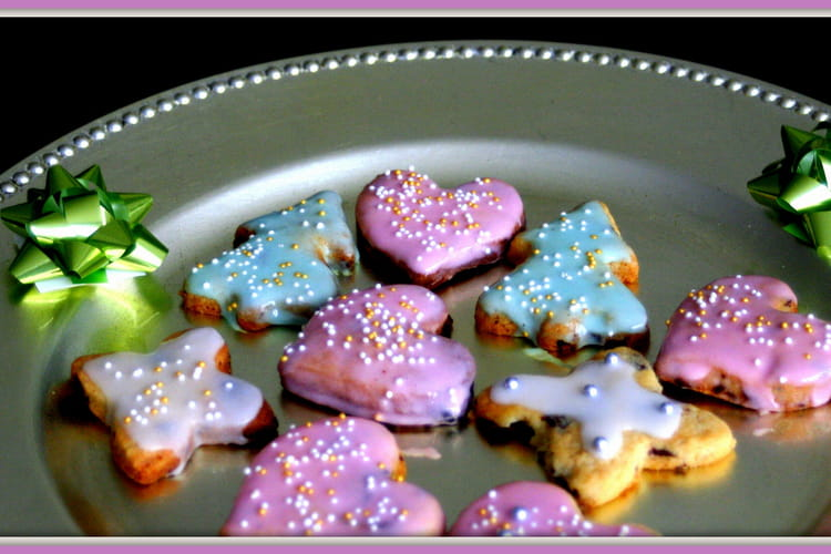 Sablés de Noël aux pépites de chocolat et glaçage coloré