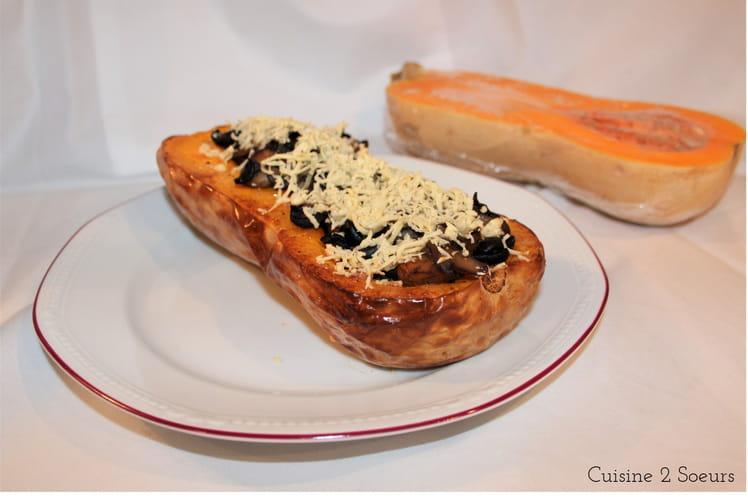 Butternut farcie aux champignons, olives et feta