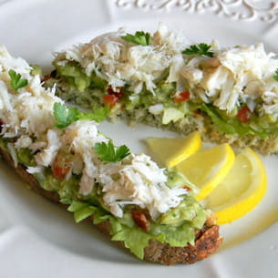 tartine de guacamole au crabe