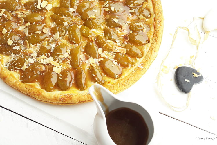 Tarte fine aux reines-claude, glacée au miel et à la cannelle