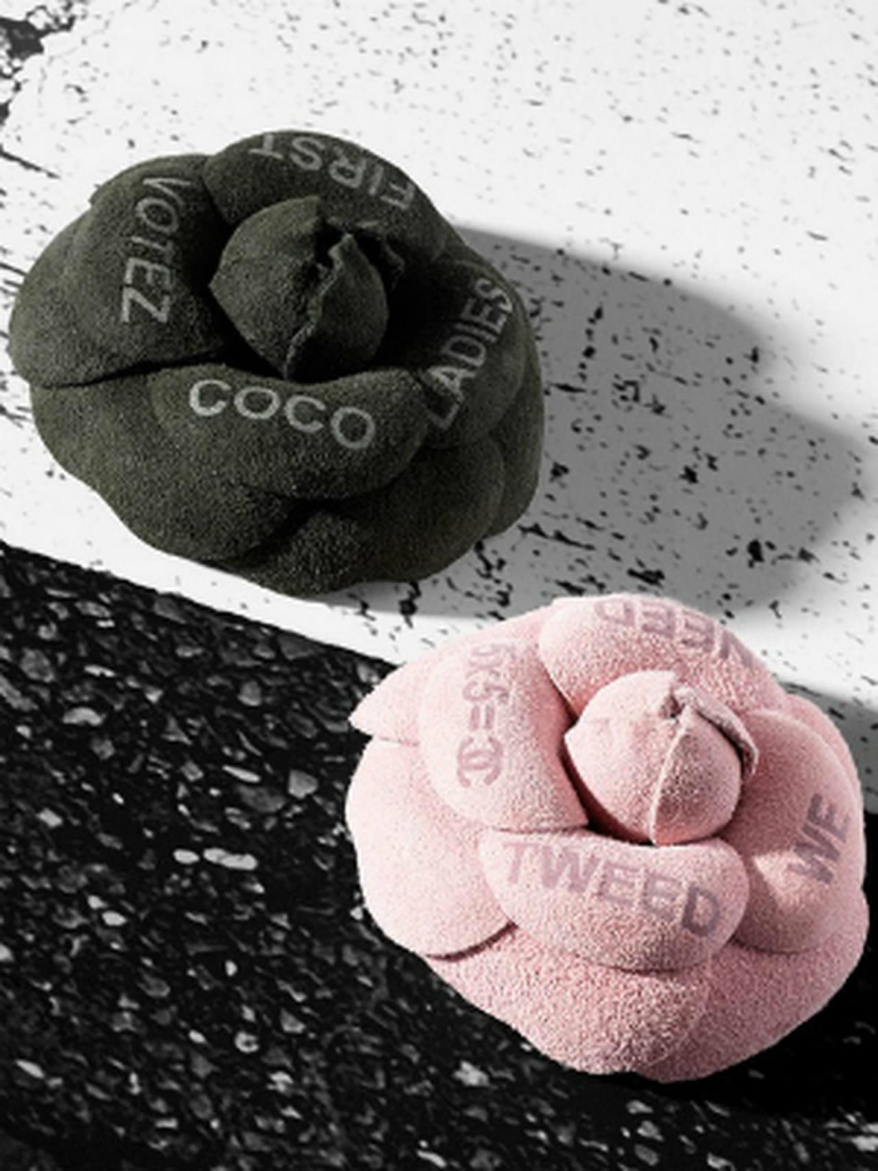 La broche camélia de Chanel b6fe6b54b14