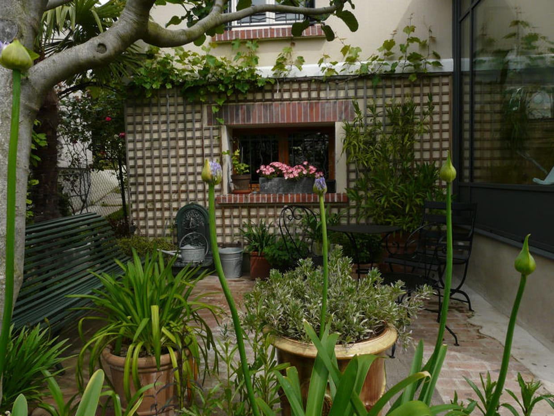 une petite terrasse intimiste. Black Bedroom Furniture Sets. Home Design Ideas