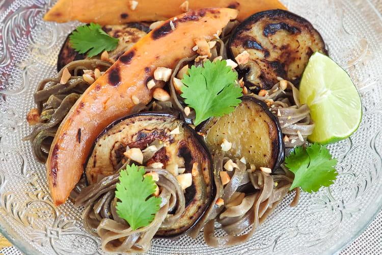 Soba au curry et légumes grillés