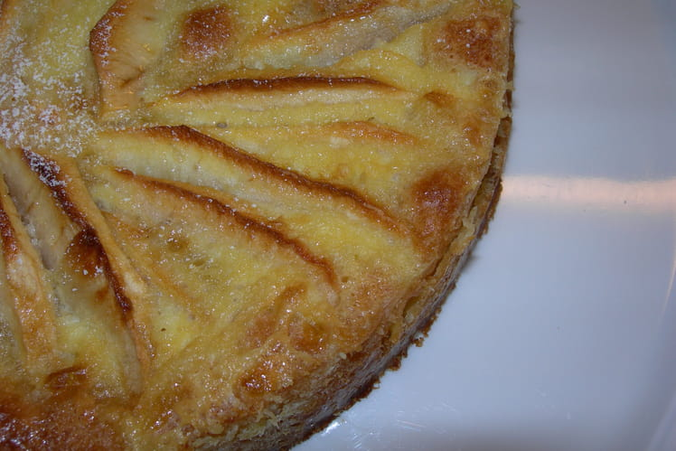 Gâteau aux pommes à la crème et fleur d'oranger