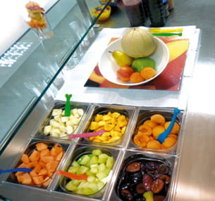 ces fruits tous préparés sont servis en petits pots de 80 ou 120 grammes.