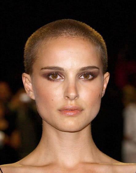 Natalie Portman avec le crâne rasé
