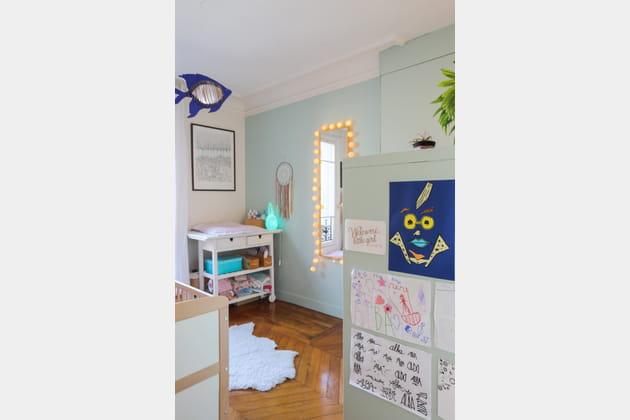 Une chambre de bébé vert d\'eau