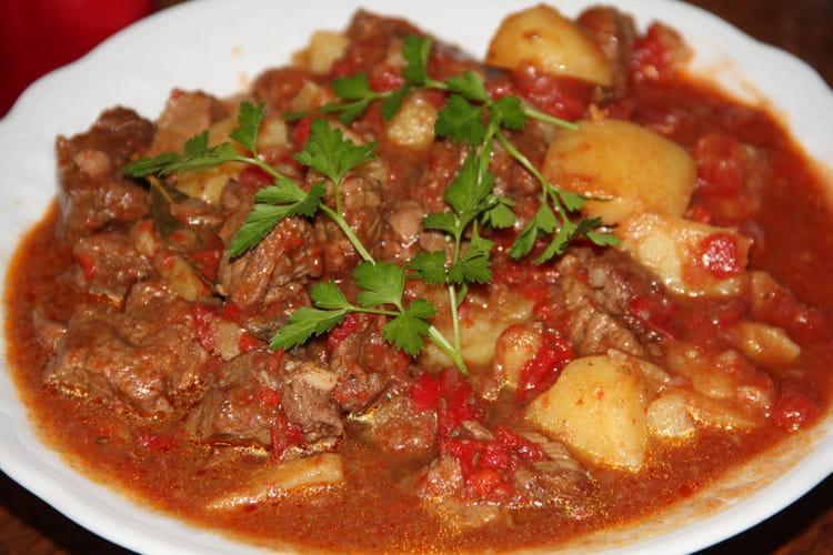 Goulasch de bœuf aux pommes de terre