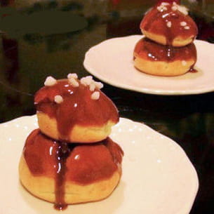 religieuses au chocolat et caramel au beurre salé