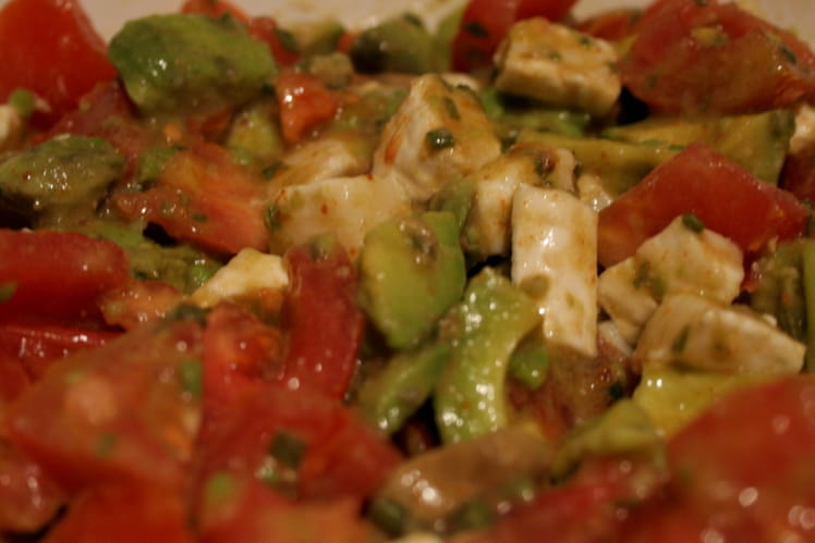 Salade texmex d'avocats, tomates et chèvre