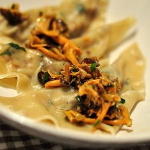 ravioles dinde, foie gras, poêlée de chanterelles