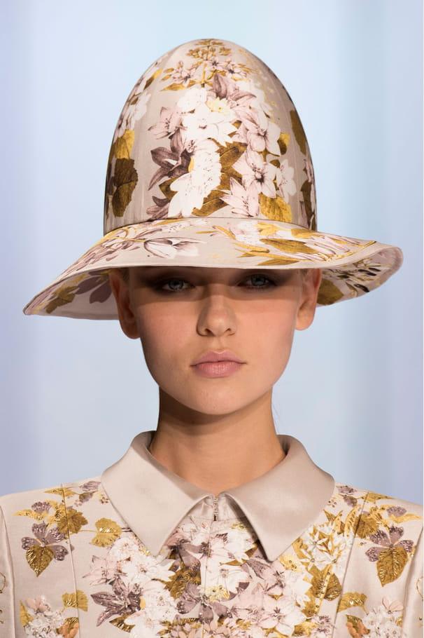 Les chapeaux rétro du défilé Ralph&Russo