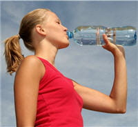 pour compenser les pertes d'eau liées à l'activité sportive, il est