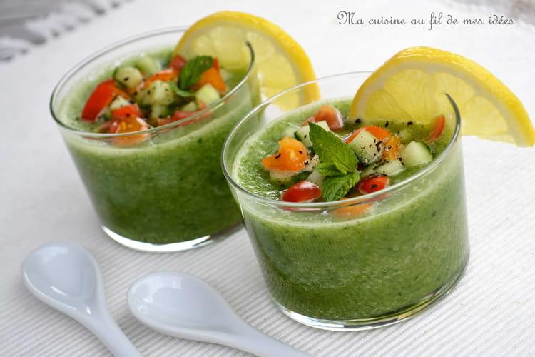 Gaspacho de concombre, menthe et citron