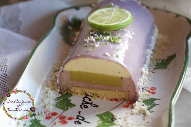 Bûche de Noël vanille, mûre, framboise, insert au lemon curd de citron vert, biscuit breton et glaçage au chocolat blanc