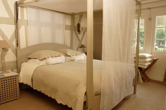 Une chambre à baldaquin