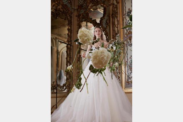 Une robe de mariée pailletée