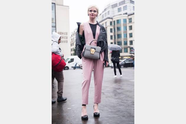 Street style à Paris : le rose moderne