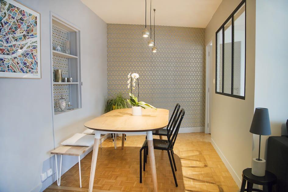 Une salle à manger boisée côté verrière