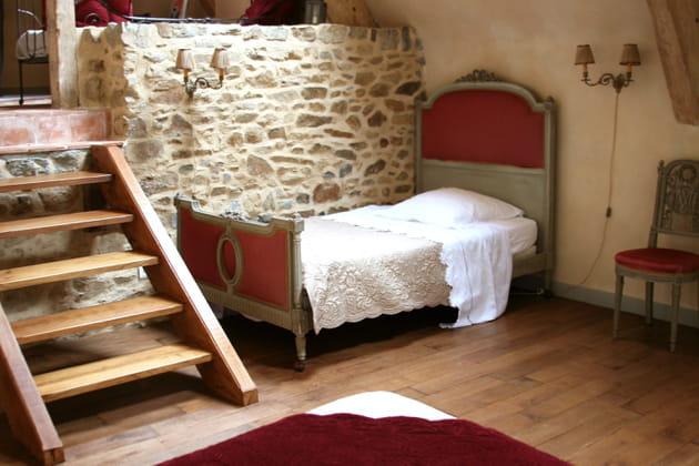 Une tête de lit modernisée avec de la peinture