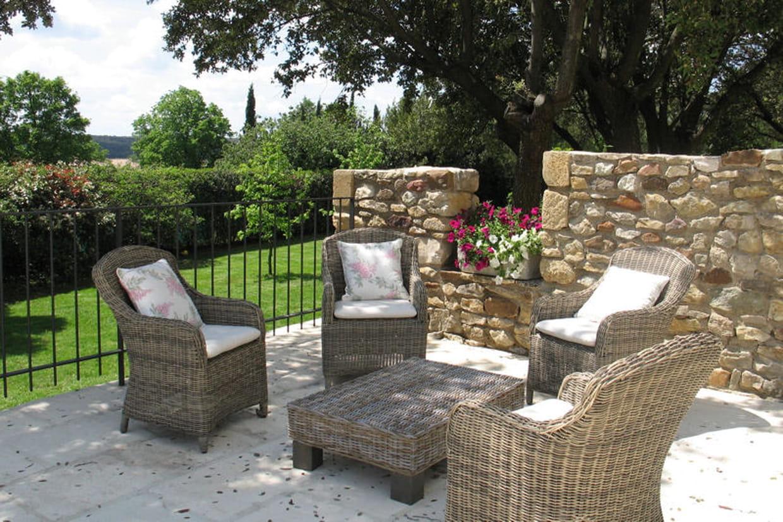 un salon de jardin pour les siestes l 39 ombre. Black Bedroom Furniture Sets. Home Design Ideas