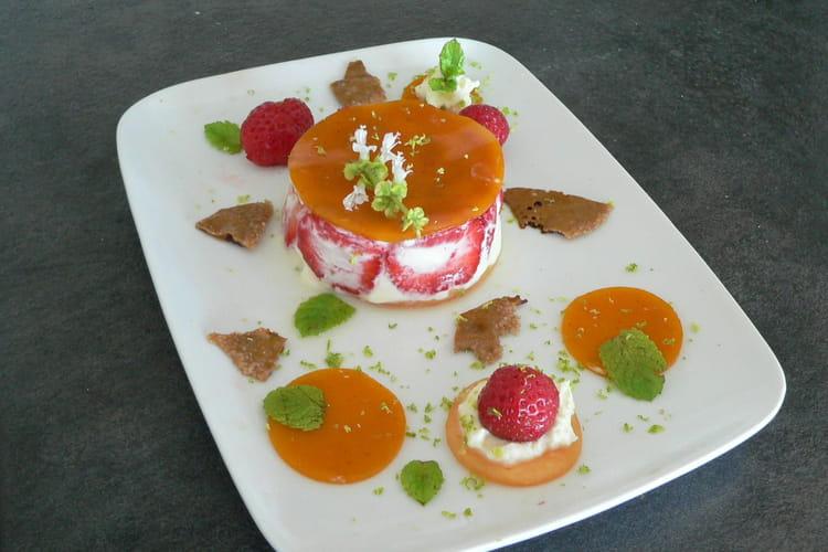Fruits de l'été, crème fouettée, gelée de poivron, croquants caramélisés