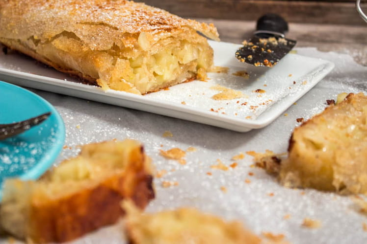 Gâteau aux pommes façon strudel, amandes et cannelle
