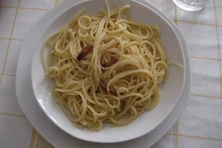 Spaghetti aglio, olio, peperoncino (ail, huile, piments)