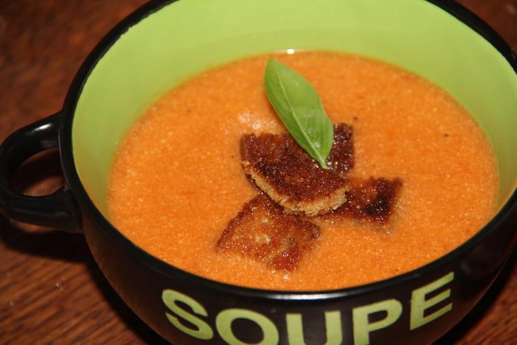 Velouté de tomates, basilic, ricotta et croutons maison au blender chauffant