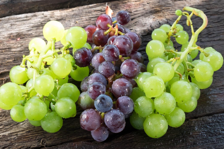 Comment éplucher et épépiner le raisin?