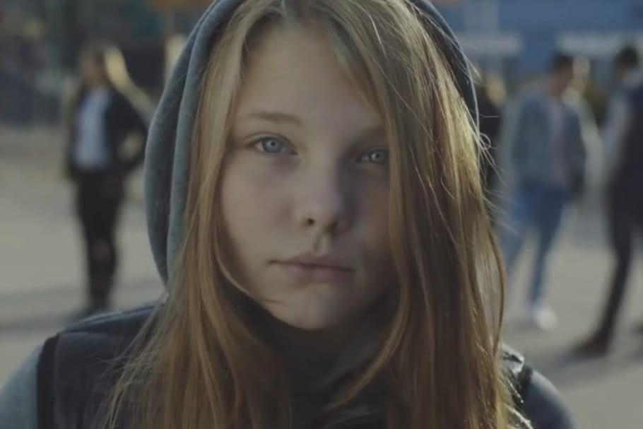 """""""Dear Daddy"""" : vidéo poignante contre le sexisme ordinaire"""