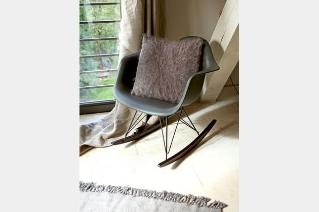un fauteuil r tro bascule. Black Bedroom Furniture Sets. Home Design Ideas