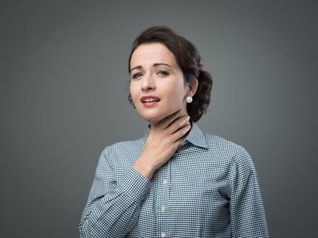 les femmes fumeuses ont généralement une voix plus grave, c'est dû au tabac.