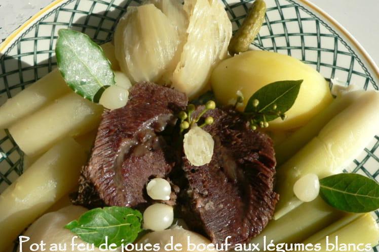 Pot au feu de joues de boeuf aux légumes blancs