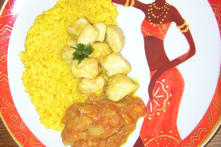 Filet de poulet sucré/salé, tomates et riz jaune