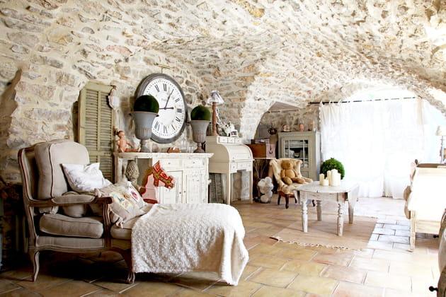 Un salon blanc romantique