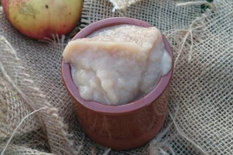 Compote de pommes au miel et noisette